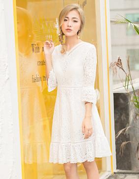 YCAQ-760 V领蕾丝喇叭袖连衣裙 白色 S